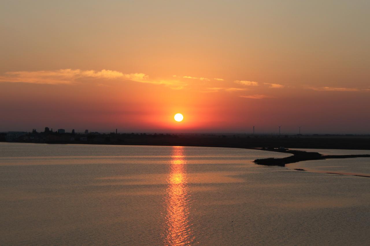 Вид на бухту Донузлав на рассвете