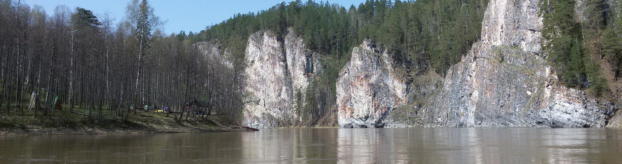 Камень Омутной вид с акватории реки Чусовая