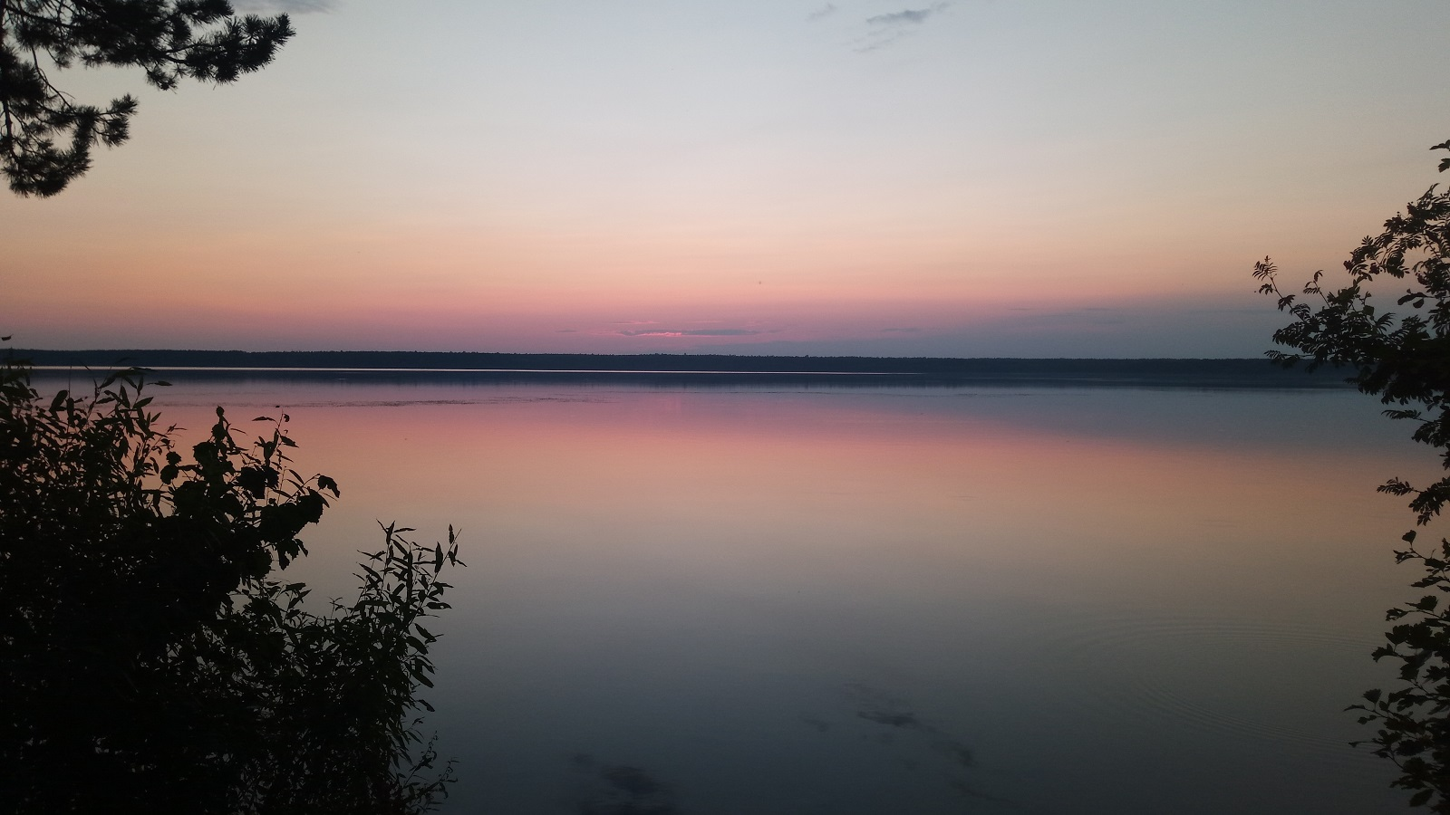 Вечерние закатные краски над озером Балтым