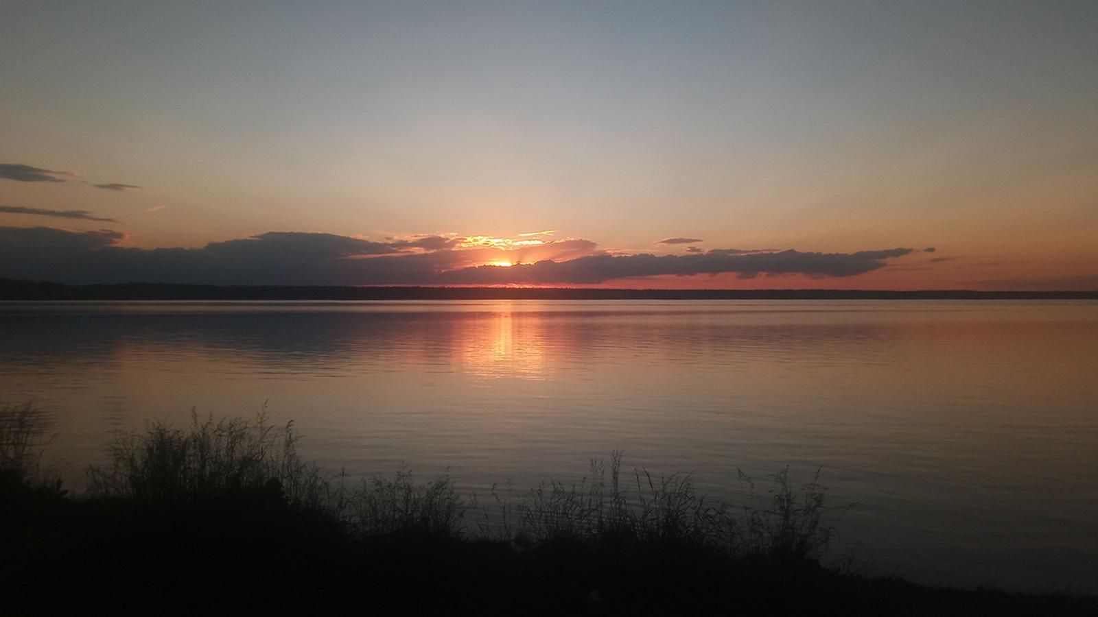 Закат на озере Балтым