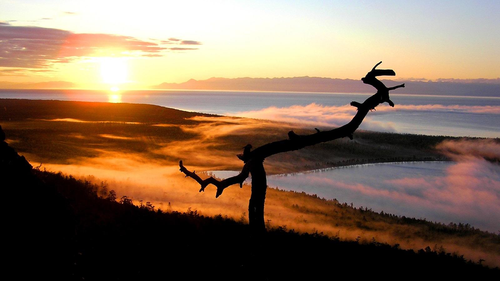 Озеро Байкал и Слюдянские озера на рассвете