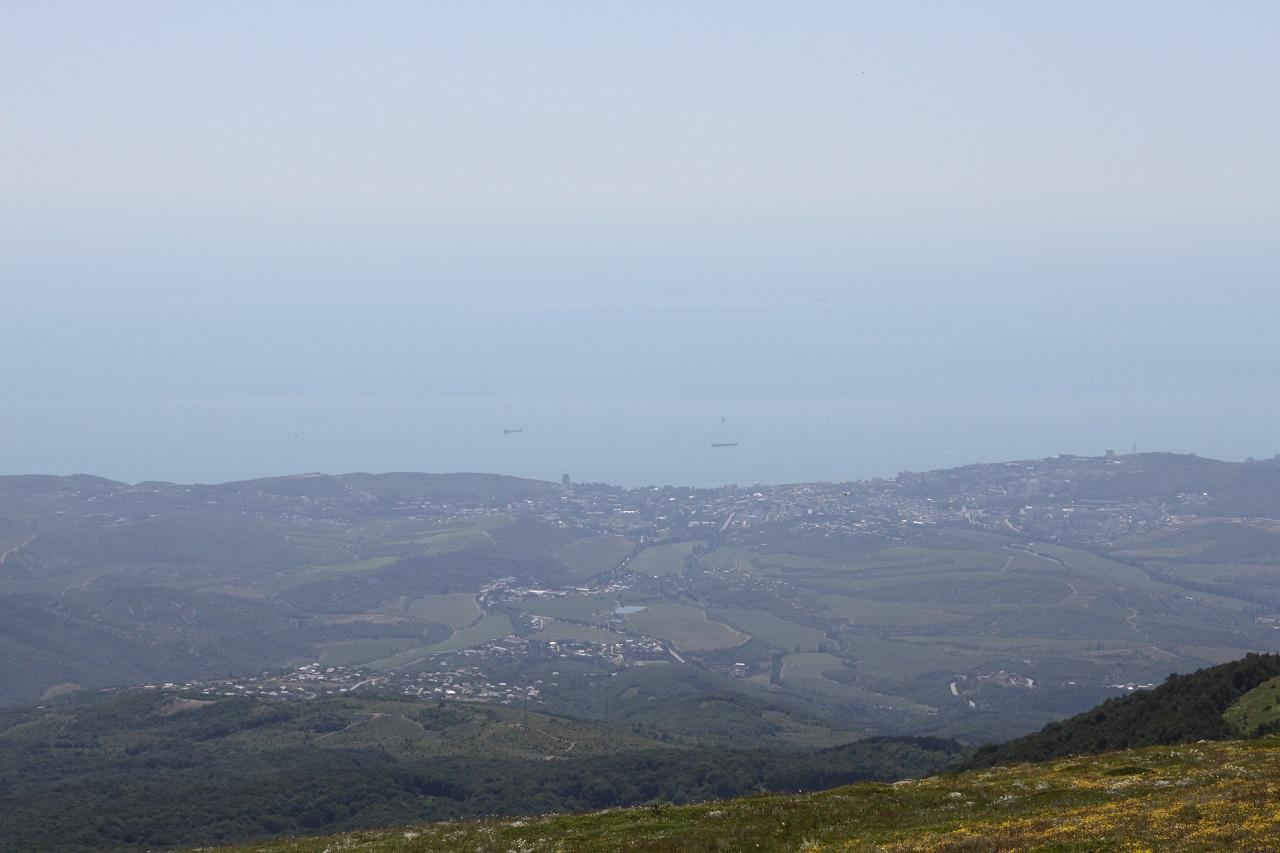 Вид на Алушту с вершины Ангар-Бурун