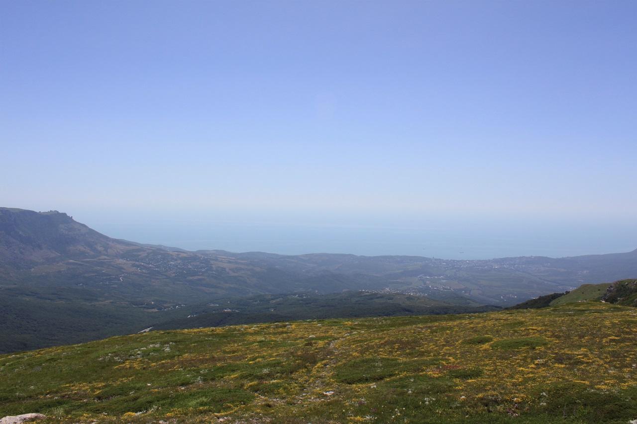 Панорама Алушты с плато Чатыр-Даг