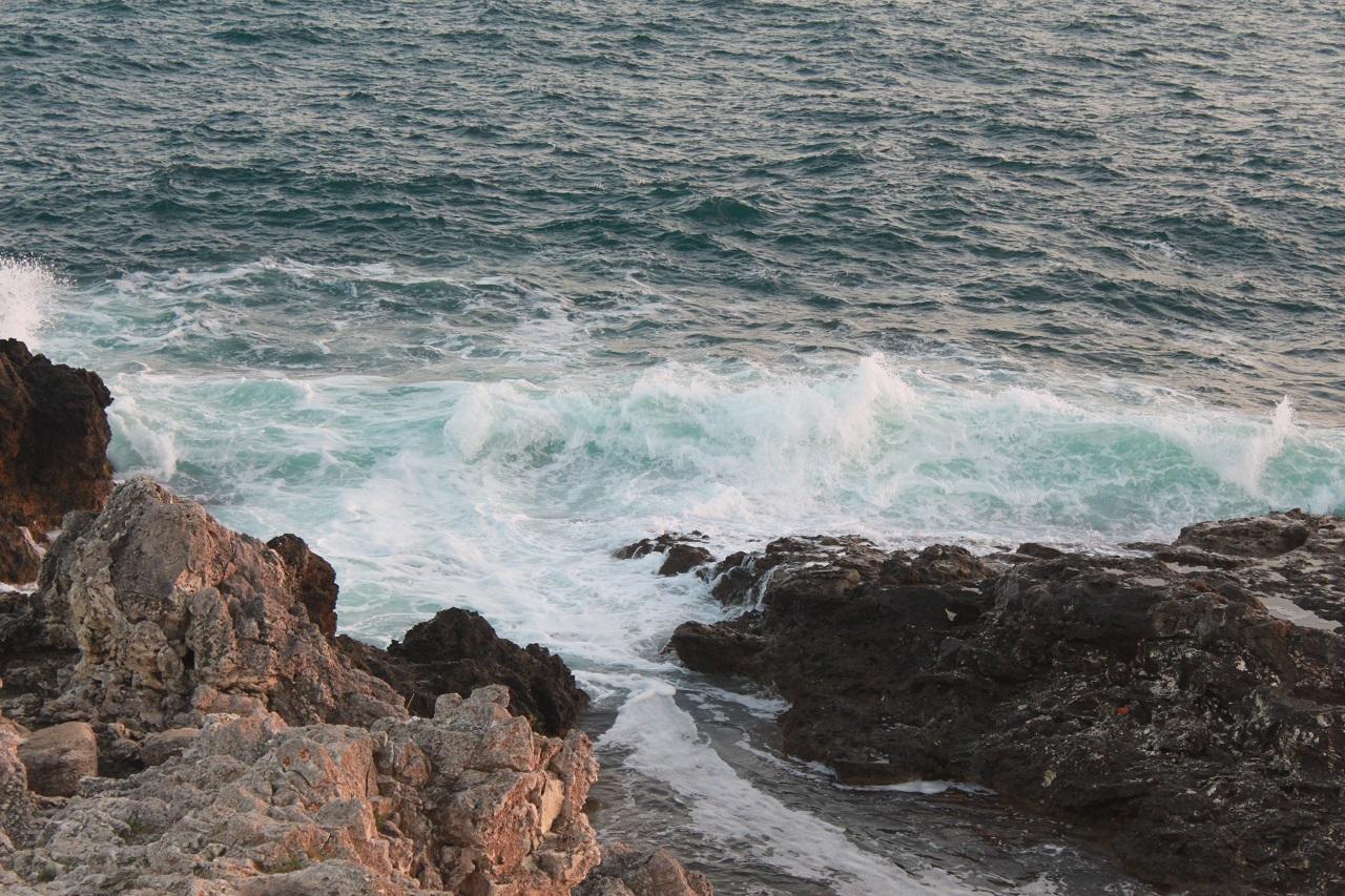 У мыса Тарханкут море редко спокойное