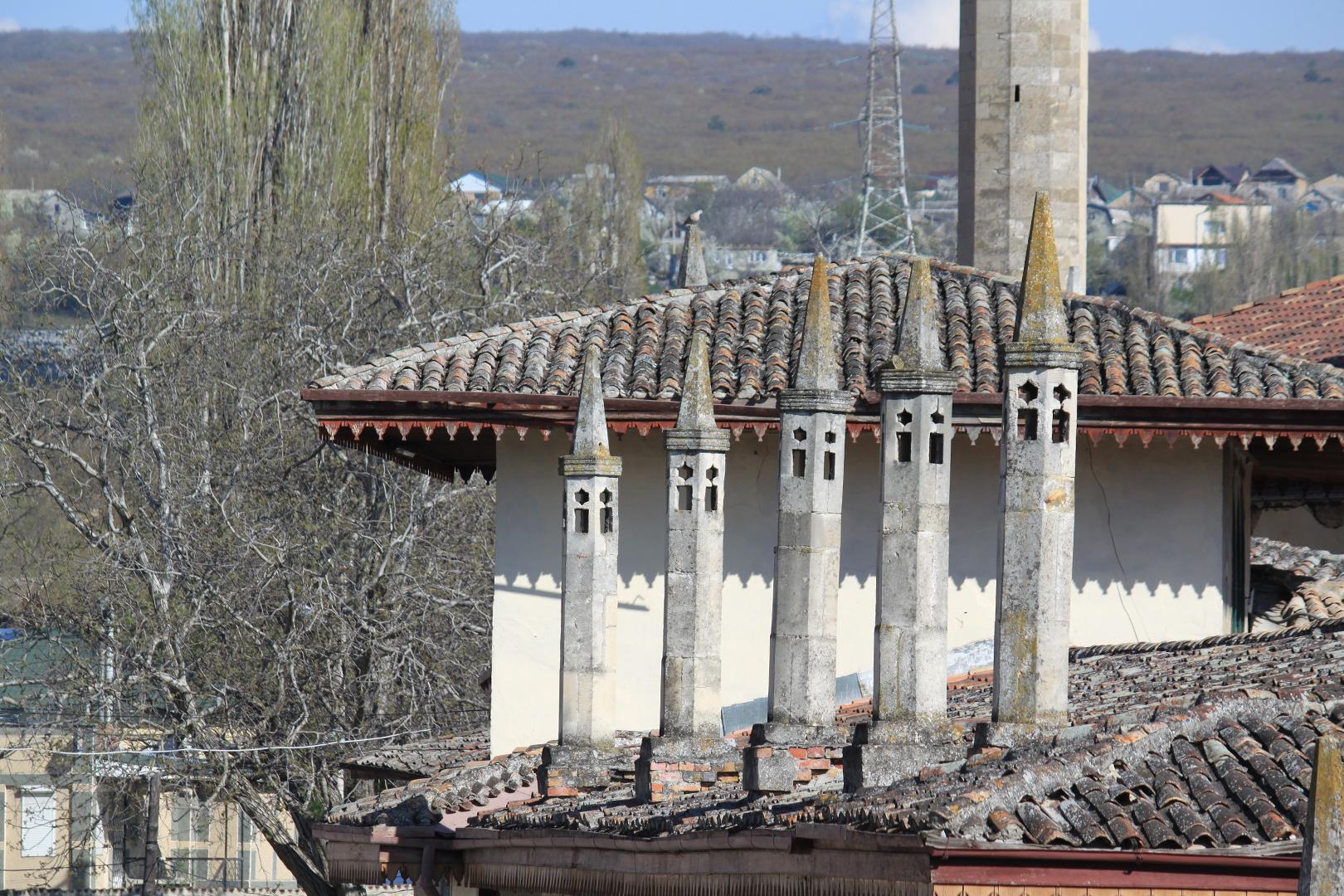 Башенки над фасадом Ханского дворца в Бахчисарае