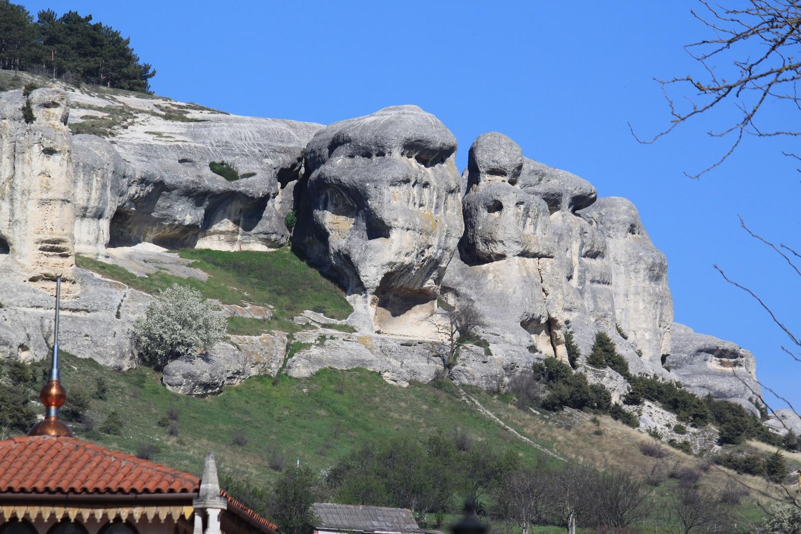 Скальные изваяния вершины Сувлу-Кая