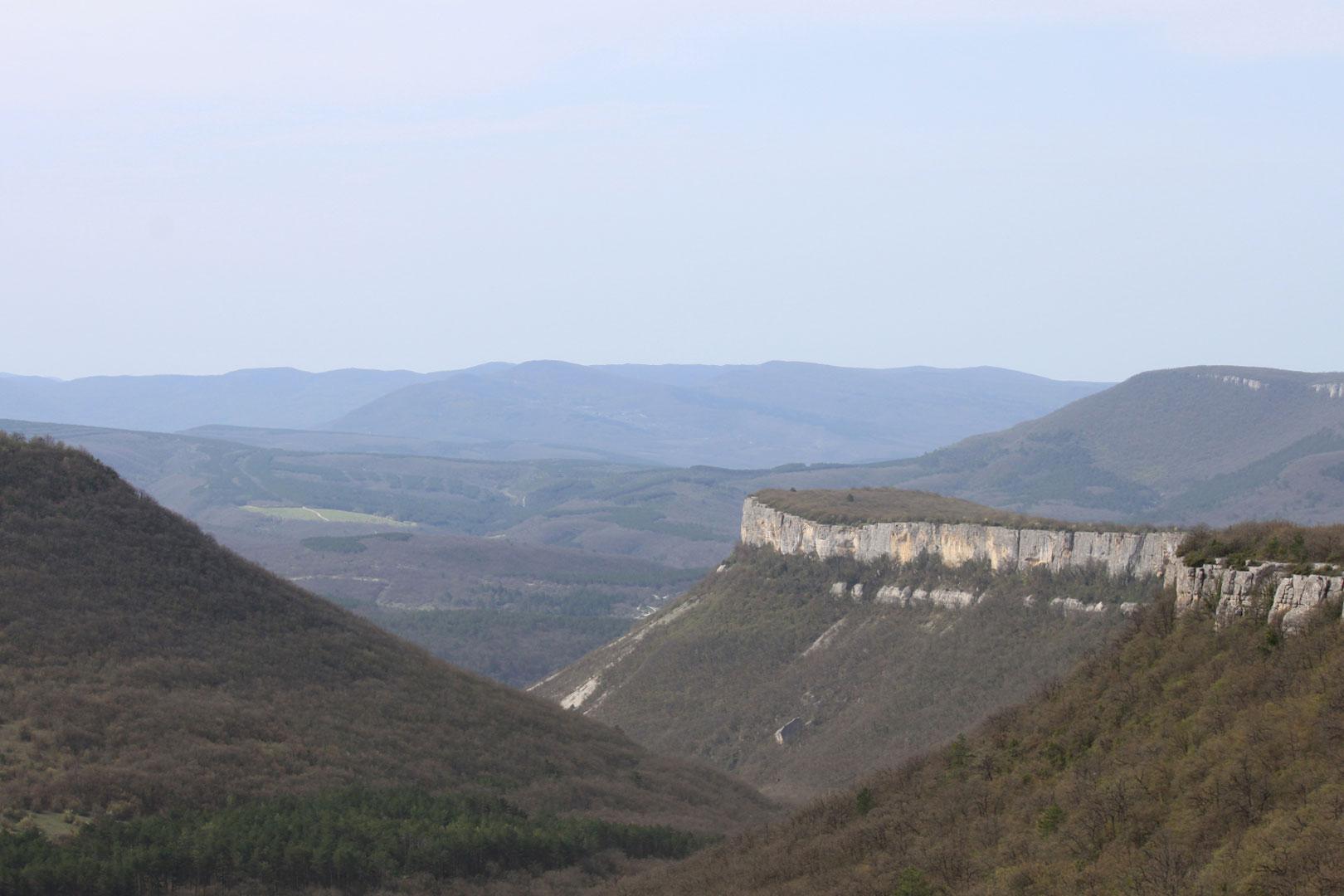 Панорама на Крымские горы с вершины Чуфут-Кале